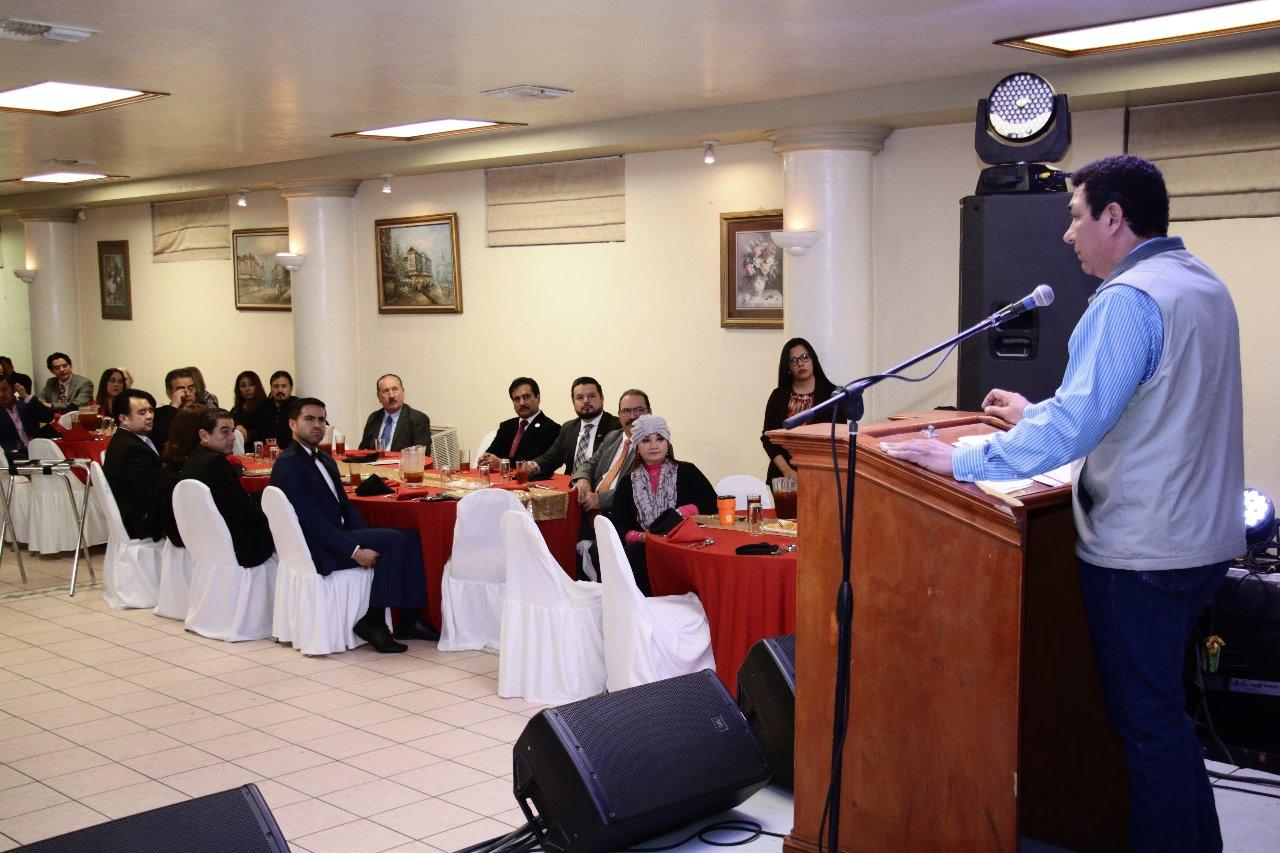 Felicita Alcalde Mario López a integrantesde agrupación Comunicadores Unidos A.C.