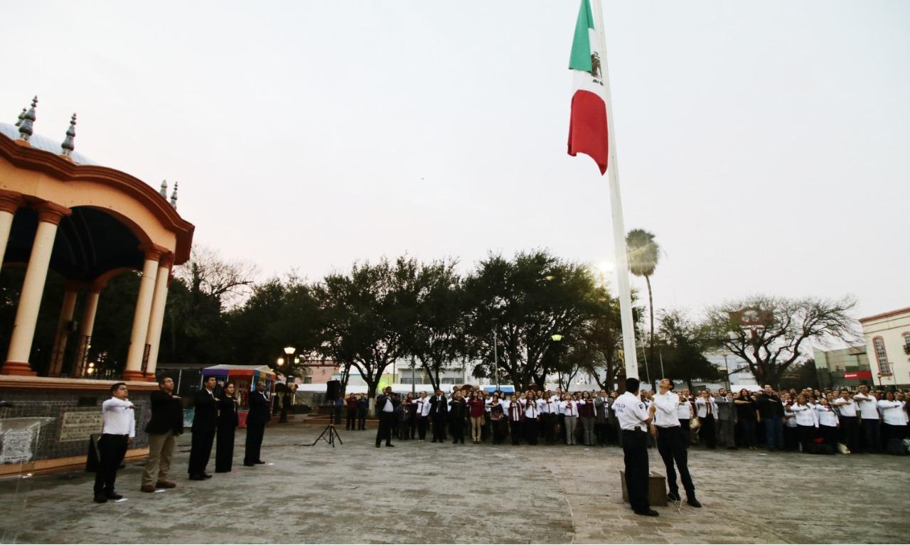 Preside alcalde Mario López, ceremonia cívica paracelebrar 102 aniversario de la Constitución de 1917