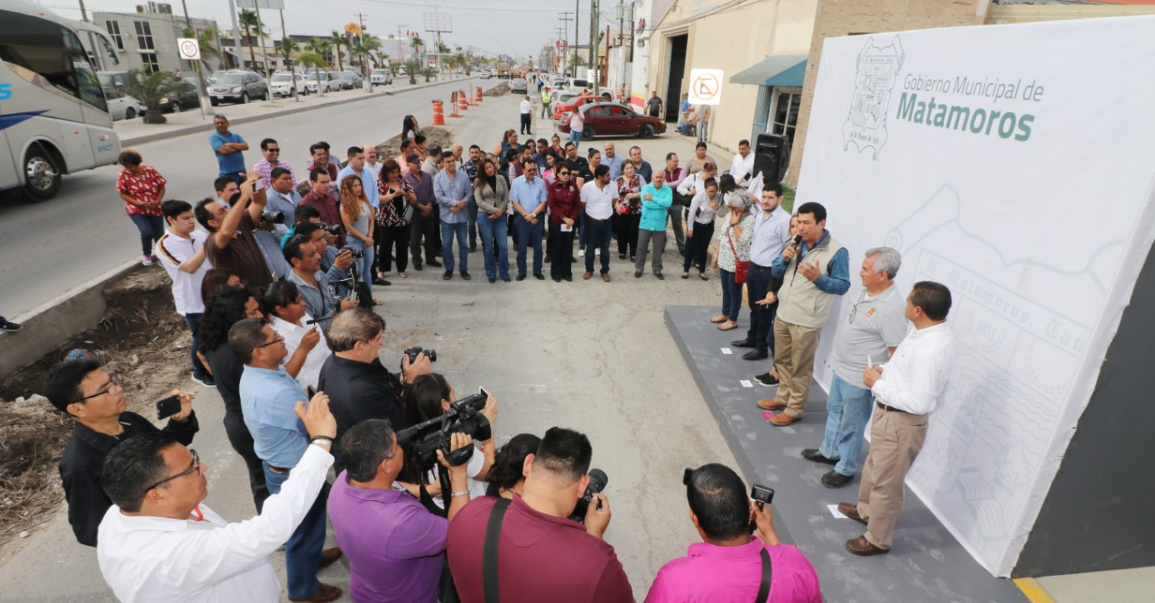 Inicia alcalde Mario López rehabilitación de pavimento en laterales de Avenida Lauro Villar, con inversión superior a los 6.9 MDP