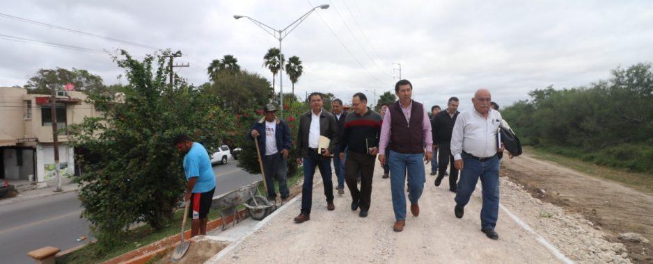 Avanzan trabajos de ciclopista, autorizada por el alcalde Mario López en el bordo del río Bravo