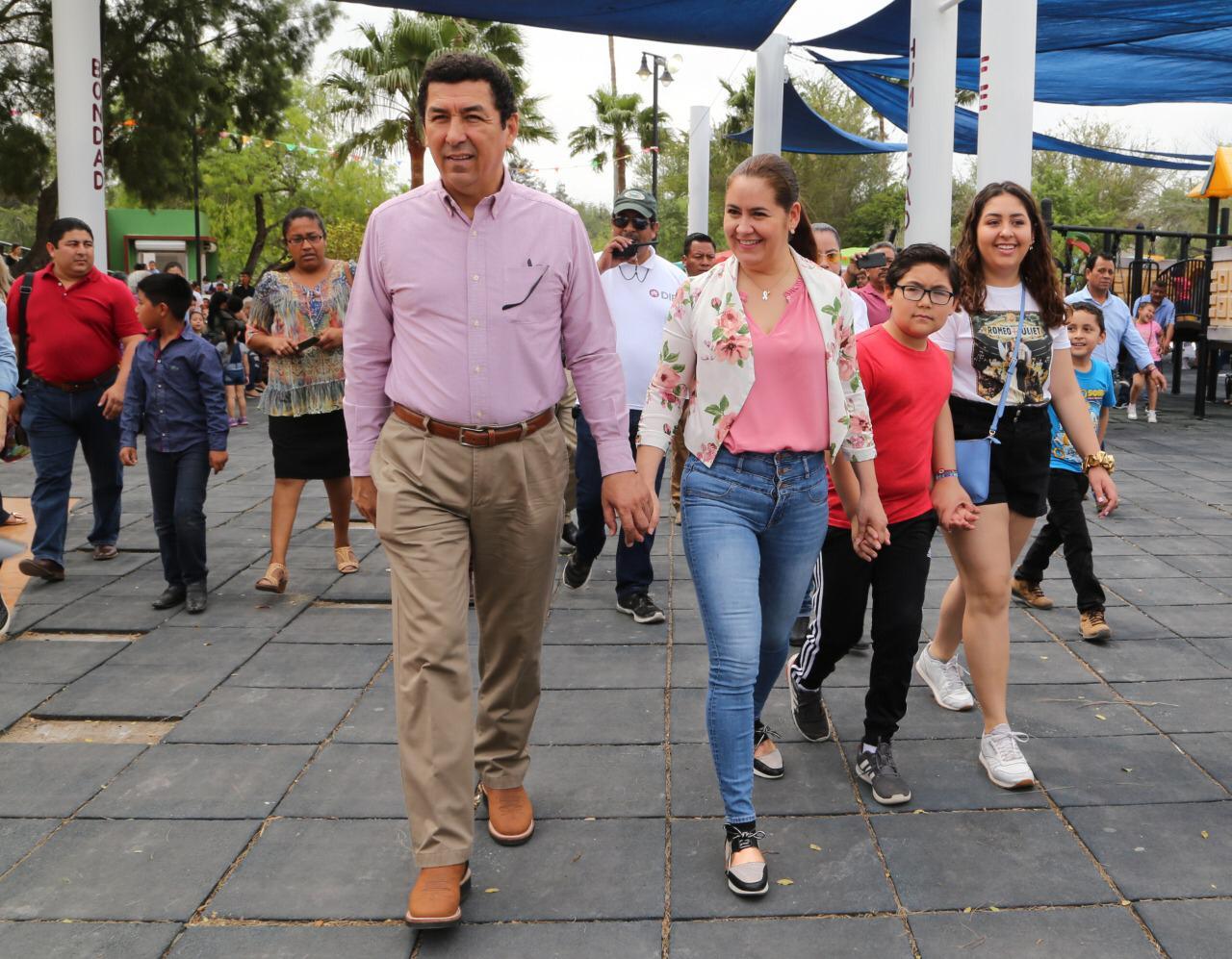 CONVIVEN MARIO LÓPEZ Y MARSELLA HUERTA CON FAMILIAS MATAMORENSES