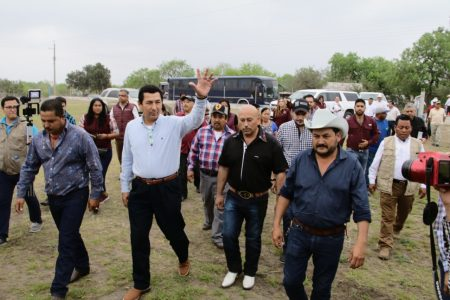 Va alcalde Mario López contra la desigualdad en el campo