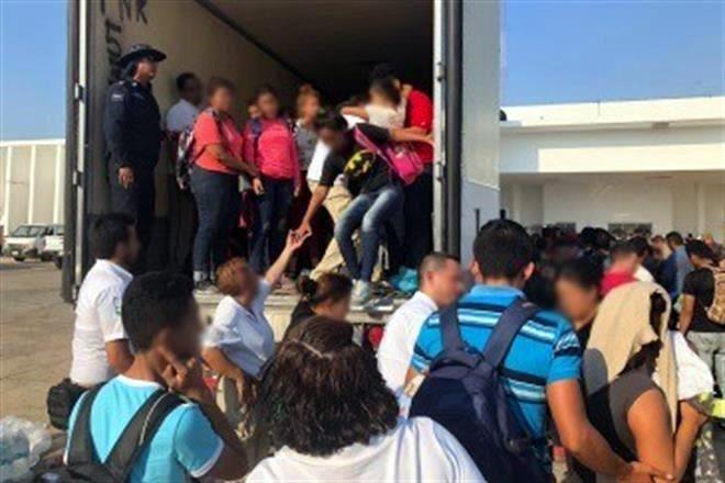 Aseguran a 160 migrantes en Veracruz