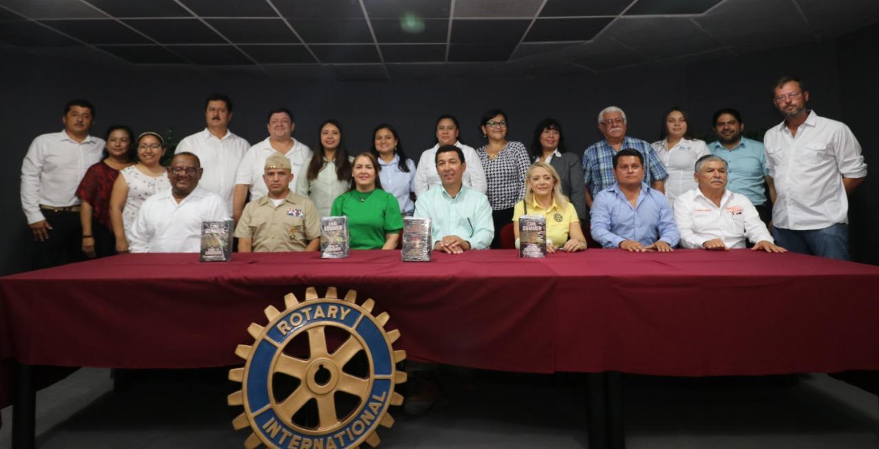 Entregan Mario López y Marsella Huerta, 4 mil libros bilingües para nivel primaria