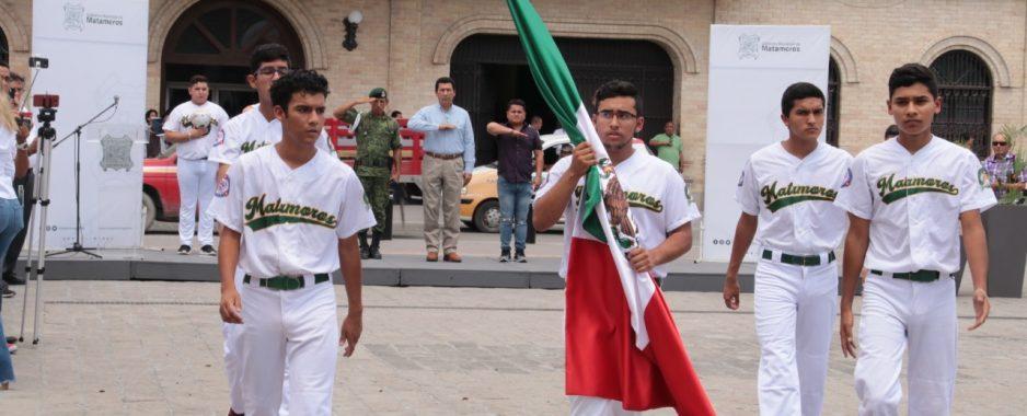 Abandera Mario López a campeones de béisbol que representarán a México en Latinoamericano
