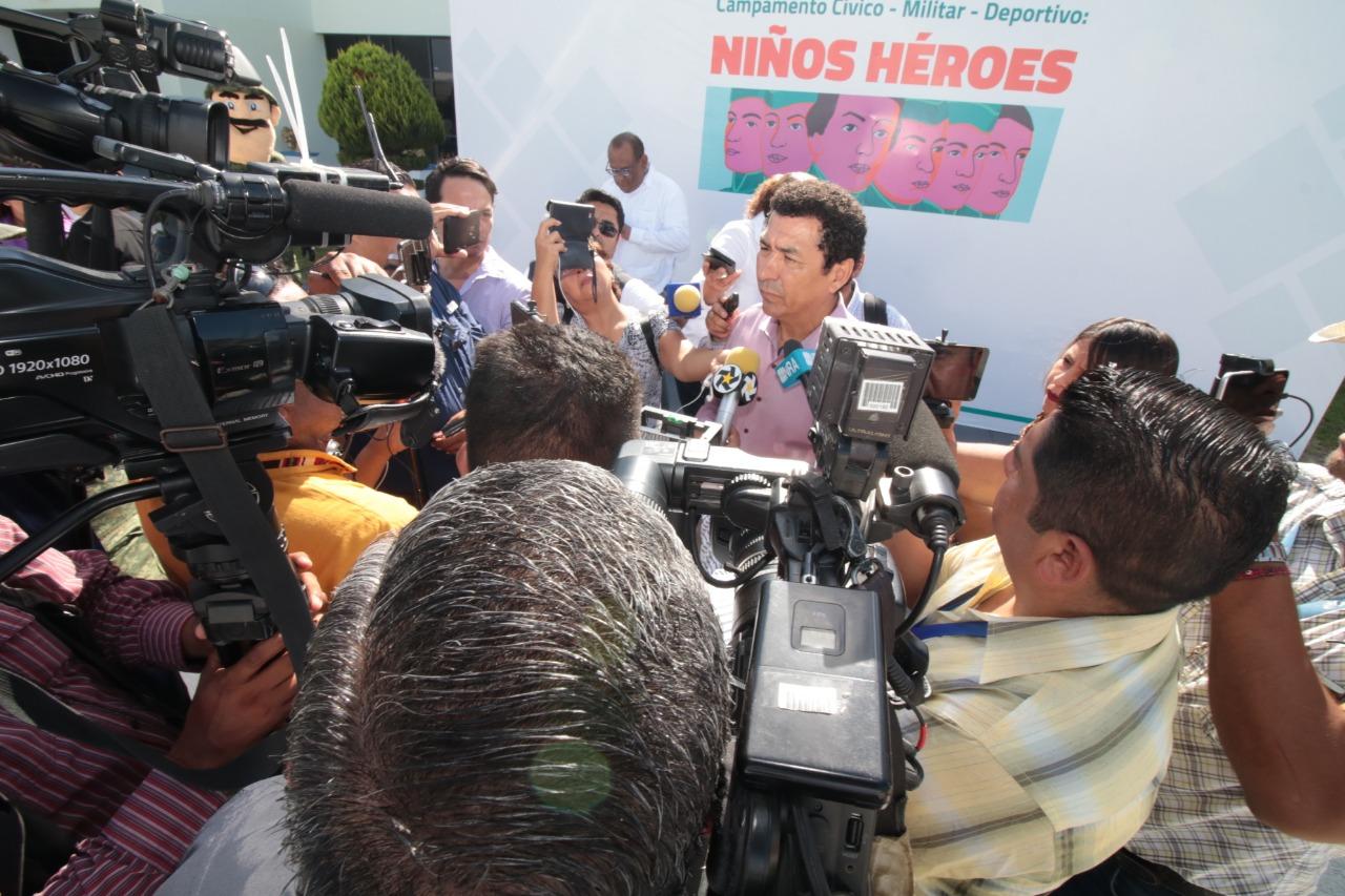 Ningún funcionario tiene certificado de tres años para permanecer en su puesto, advierte Alcalde Mario López