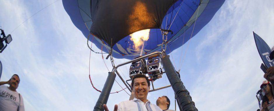 """Todo un éxito espectáculo de globos aerostáticos; inaugura Mario López """"Pa'l Playón 2019"""""""