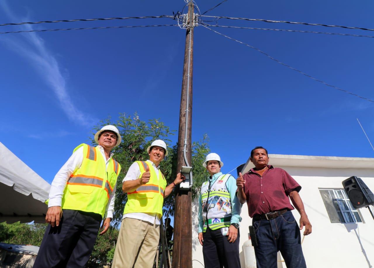 Histórico para familias de isla Mano de León; entrega alcalde Mario López obras de energía eléctrica y revestimiento de acceso rural