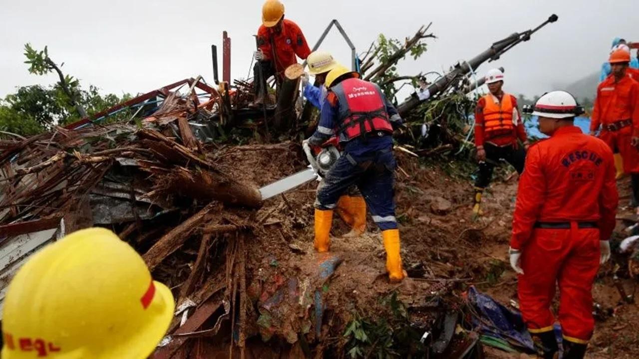 Al menos 33 muertos por deslave de tierra en Birmania