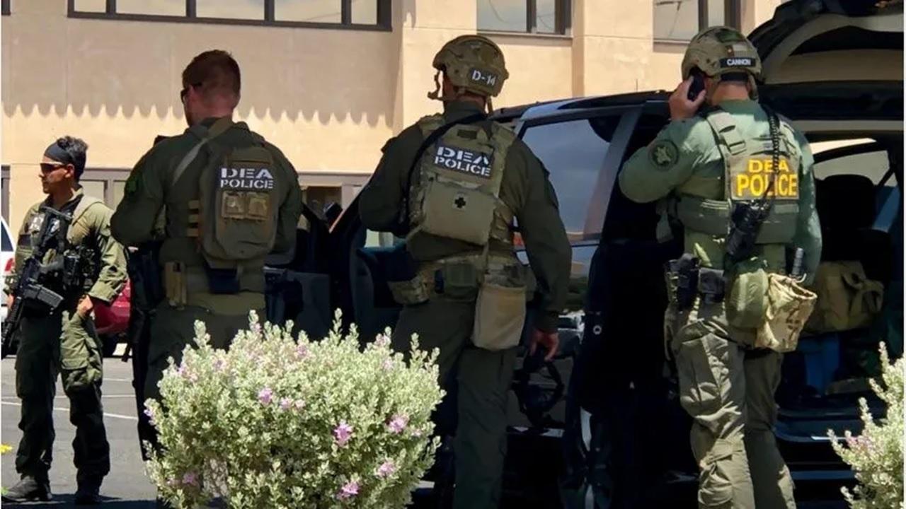 Hay 5 muertos y 21 heridos en tiroteo en Texas; policías abaten a presunto autor