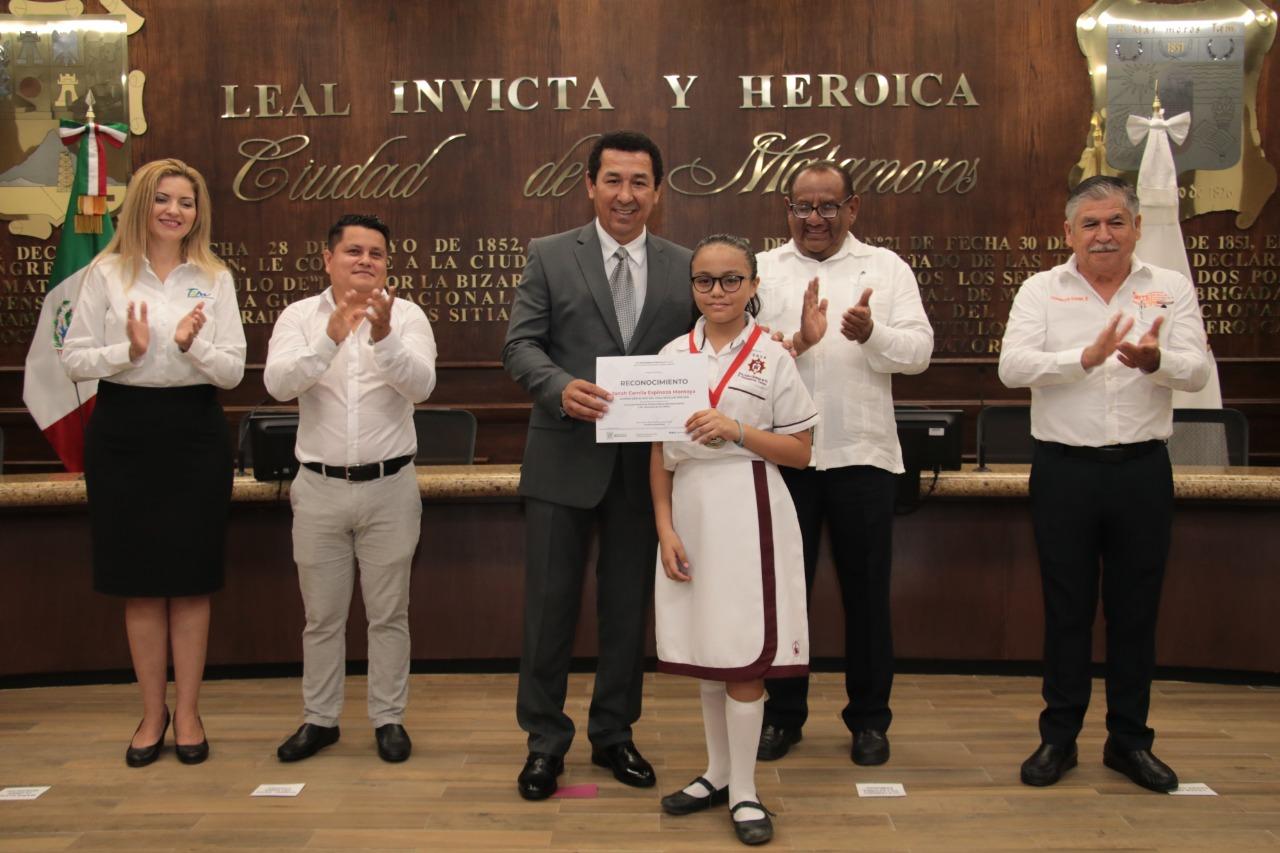Reconoce alcalde Mario López a estudiantes y deportistas extraordinarios que han puesto en alto el nombre de Matamoros