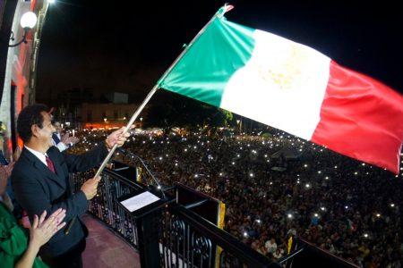 Alcalde Mario López da el Grito de Independencia; miles vitorean a héroes que dieron patria y libertad a México