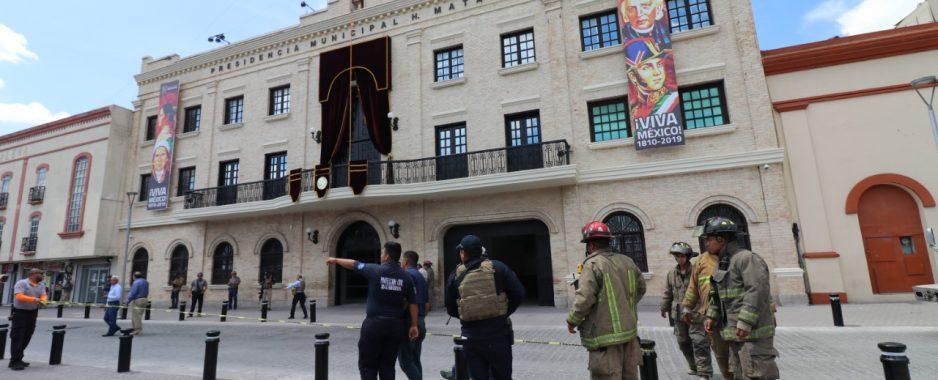 Falsa alarma de artefacto explosivo en Presidencia Municipal de Matamoros