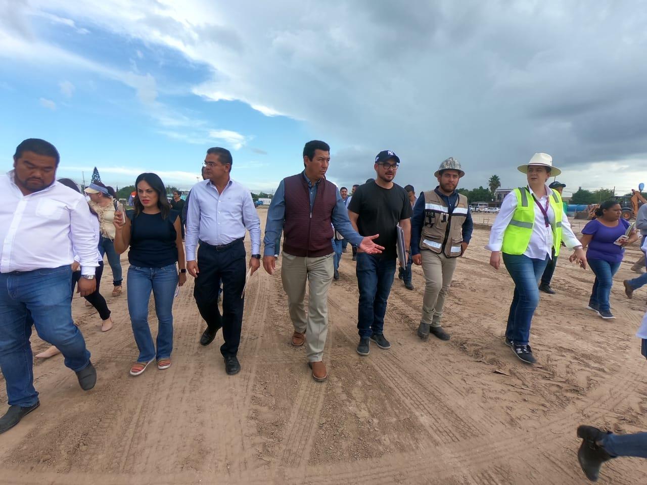 Ayer viernes recorren Secretario de la SEDATU Román Meyer Falcón y el Alcalde Mario López, obras en Matamoros y satisface el avance