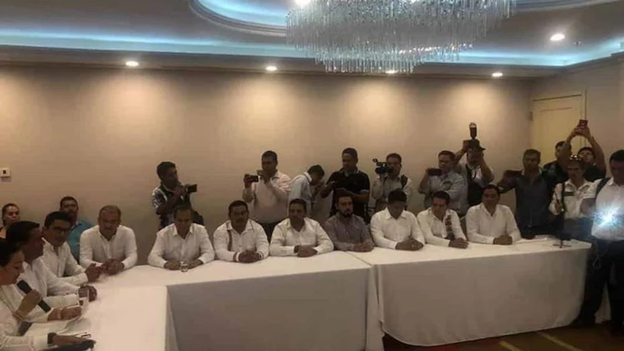 21 alcaldes de Chiapas renuncian a su partido y se unen a Morena