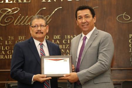 "Galardona alcalde Mario López al Dr. Benjamín Arriaga Valdez, creador de la ""Técnica Matamoros"""