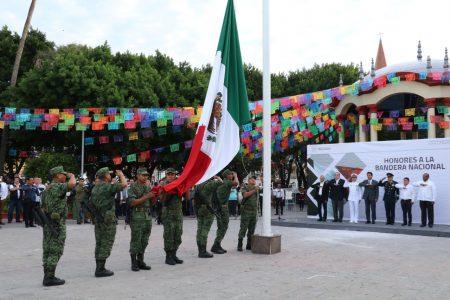 Encabeza alcalde Mario López ceremonia de honores organizada por la Dirección de Comunicación Social