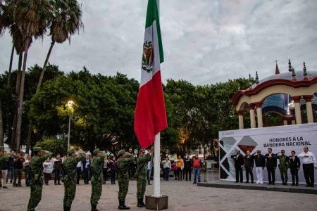 Encabeza alcalde Mario López ceremonia de  honores correspondiente al mes de diciembre