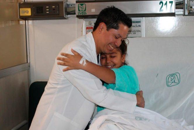 Operan con éxito en IMSS a niña con malformación congénita