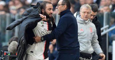 """Sarri, efusivo contra Higuaín: """"No puedes hacer menos goles que un jugador de 38 años"""""""