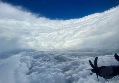 El Caribe en alerta de tormenta y el huracán Epsilon deja marejadas al norte