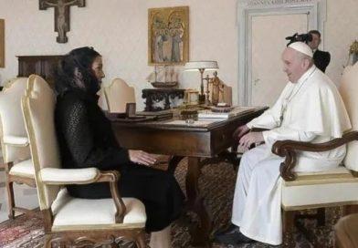 Pide AMLO al Papa que ofrezca disculpas