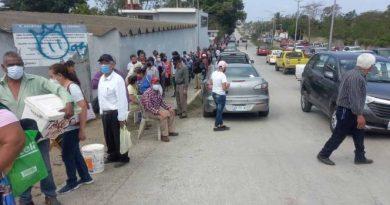 Cobran 400 pesos por hacer fila para vacunación en Tamaulipas, a partir del lunes advierten que subirá a 500 pesos