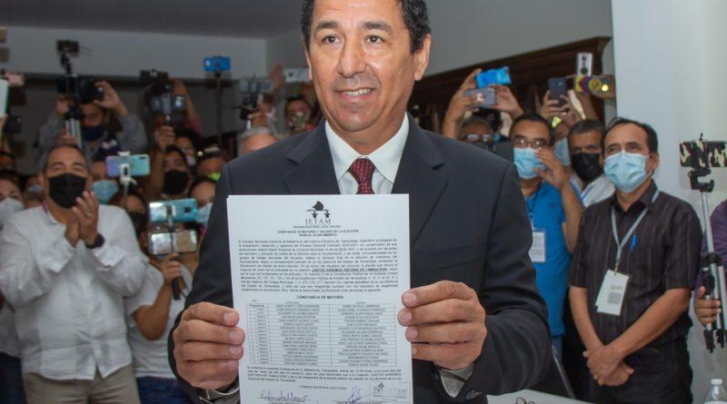 Recibe Mario López constancia de mayoría como Presidente Municipal Reelecto; su triunfo fue contundente con 108,160 votos