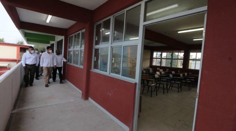 Sigue Alcalde cumpliendo compromisos; entrega aulas y pavimentos por 16 MDP